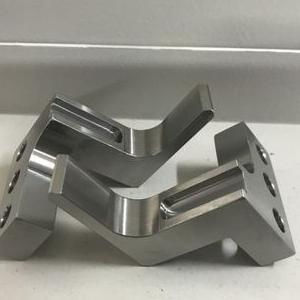 element metalowy 44